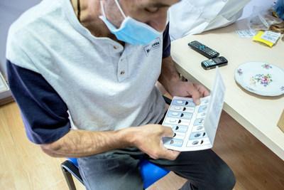 Un participante del ensayo clínico ZeNix de TB Alliance en Tbilisi, Georgia, que estudia la droga pretomanid como parte de un nuevo régimen para formas de tuberculosis extremadamente resistentes a las drogas. Crédito de la foto: Dato Koridze para TB Alliance