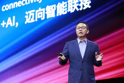 David Wang, Huawei Executive Director and Chairman of the Investment Review Board, announces all-scenario intelligent connectivity solutions