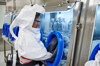 Merck amplía sus capacidades de fabricación de ADC. Los ADC son una clase de medicamentos emergentes que han sido diseñados para atacar y destruir las células cancerosas con alta especificidad al tiempo que se preservan las células sanas.