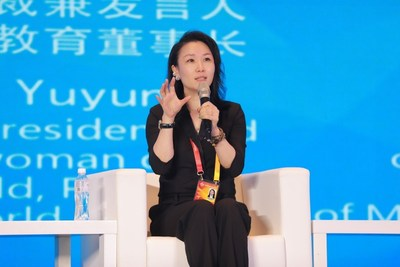 Ruby Wang, vicepresidenta principal y portavoz de Perfect World, y presidenta de Perfect World Education, habla en el diálogo en la mesa redonda. (PRNewsfoto/Perfect World Co., Ltd.)