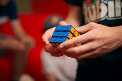 Spin Master adquiere el famoso Rubik's Cube®
