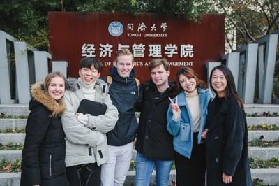 Los estudiantes del programa de maestría en Gestión de Tongji SEM (PRNewsfoto/School of Economics and Management, Tongji University)