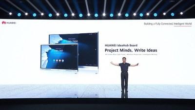 PAN Yong, vicepresidente del Departamento de Productos y Soluciones de Visión Inteligente y Colaboración de Huawei, anuncia el lanzamiento de la pizarra HUAWEI IdeaHub (PRNewsfoto/Huawei)