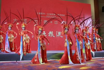 La foto muestra un espectáculo de baile en un banquete de la Conferencia Anual del Foro de Boao para Asia (BFA) 2021. (PRNewsfoto/Xinhua Silk Road)